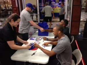 Robert Woods 2016 signs autographs with player